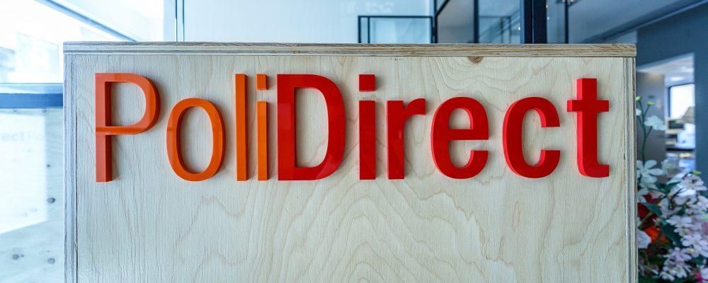 PoliDirect logo op balie PoliDirect kliniek